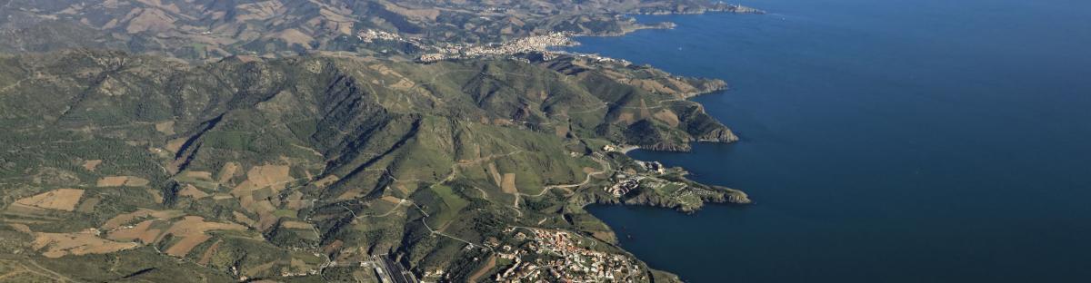 Vue aérienne de la côte rocheuse depuis Cerbère